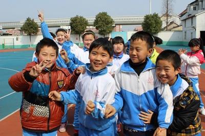 중국 프로젝트 파트너 학교의 현지 어린이들