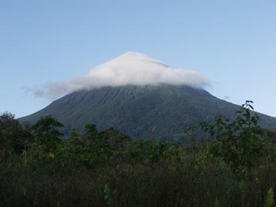중남미 코스타리카 정글 가운데 있는 산