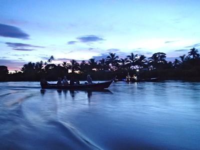 피지 호수의 해질녘의 아름다운 풍경