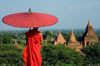 미얀마의 사원과 승려의 모습