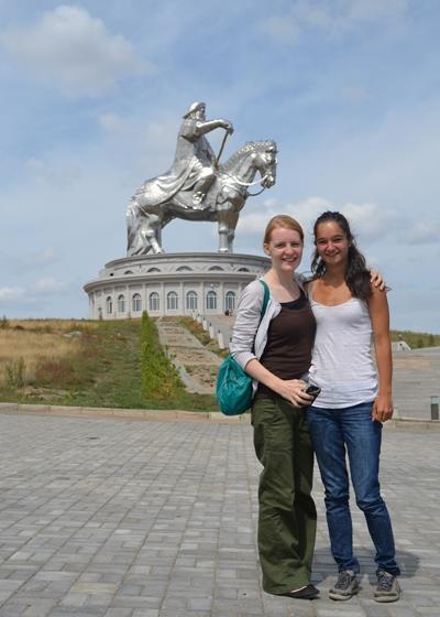 프로젝트 어브로드 아시아 지역 봉사자들이 현지 관광지를 여행하고 있다
