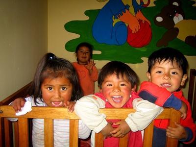 페루 사회복지 프로젝트 어린이들이 놀고 있다