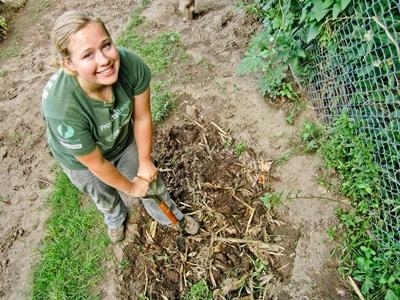 아르헨티나 농장 프로젝트에서 일하고 있는 봉사자