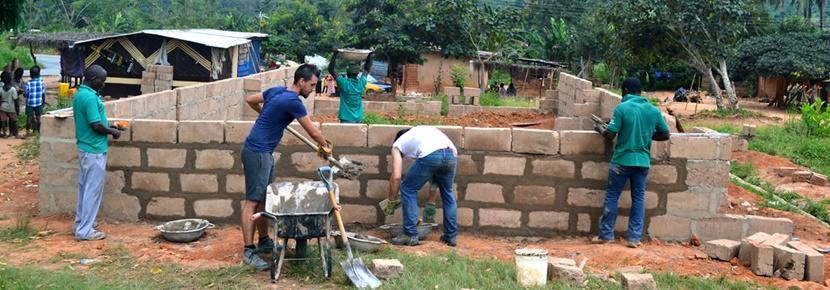 봉사자들이 국제적인 건축 프로젝트에서 성과를 내고 있다