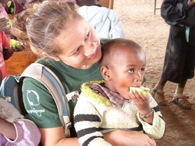 프로젝트 어브로드 탄자니아 봉사자와 유치원 어린이