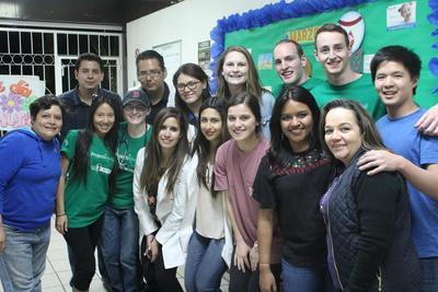 멕시코 NGO의 프로젝트에 참가한 자원봉사자들