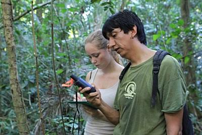 페루 아마존 열대 우림 보호 활동에 참가한 갭이어 봉사자와 스태프