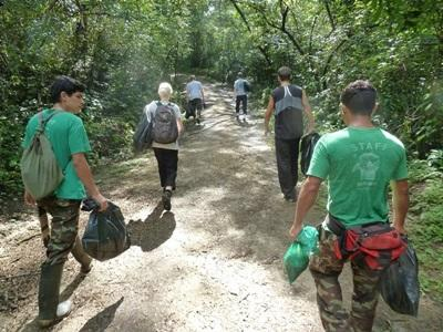 활동지로 이동중인 코스타리카 환경보호 프로젝트 봉사자들