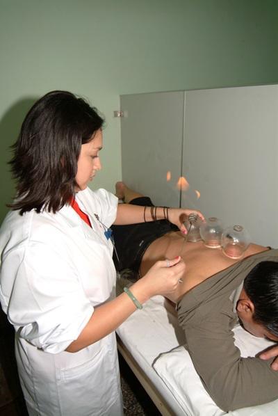중국에서 전통의료 활동을 하는 의료선택 인턴 봉사자