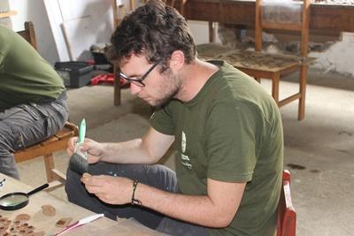 페루 고교생 잉카 프로젝트 봉사자가 유물 발굴 현장에 있다