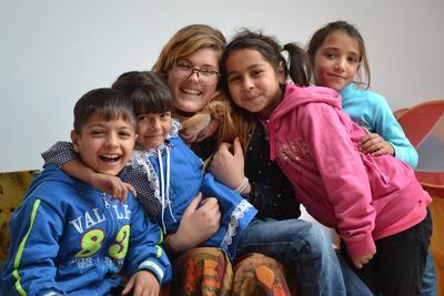 프로젝트어브로드 사회복지 프로젝트 봉사자와 루마니아 어린이들