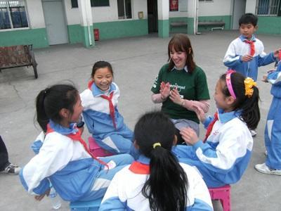 중국 동물보호 프로젝트에 참가한 고교생 봉사자