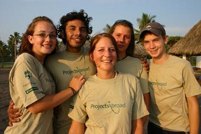 멕시코 거북보호 및 스페인어 프로그램의 청소년 봉사자들