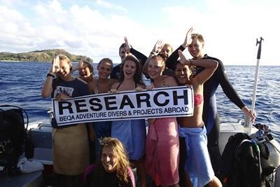 피지에서 상어 보호 활동 및 다이빙을 하고 있는 청소년들