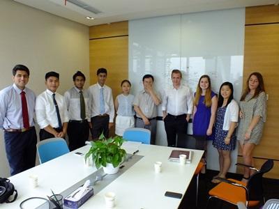 중국 법률 및 비즈니스 프로젝트에 참가한 고교생 그룹 봉사자들