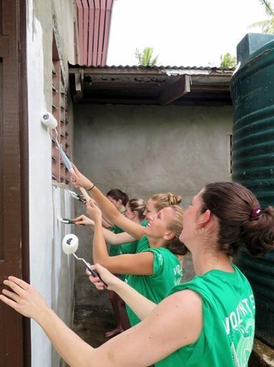 더티데이 행사로 환경보호 봉사자들이 지역사회를 재건한다