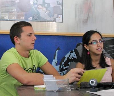 멕시코 국제개발 프로젝트 사무소에서 봉사자가 일하고 있다