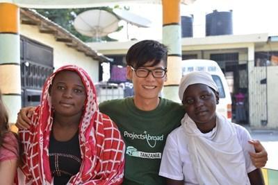 탄자니아 영화제작 활동 프로그램에 참가한 자원봉사자