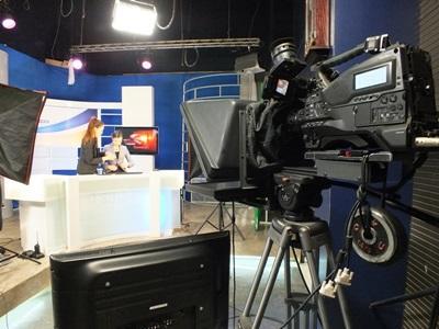 몽골 텔레비전 뉴스방송국에서 일하는 저널리즘 인턴들