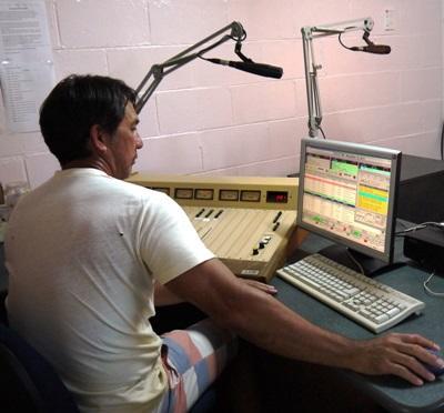 사모아 저널리즘 라디오에서 일하는 인턴들