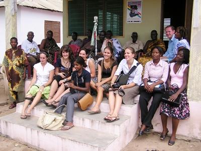 프로젝트어브로드 탄자니아 저널리즘 프로젝트에서 일하고 있는 인턴들