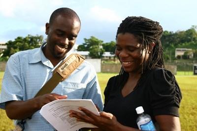 자메이카에서 사진을 찍고 있는 프로젝트어브로드 봉사자들