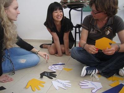 아르헨티나 인권 프로젝트 봉사자들이 교육활동을 하고 있다