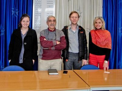프로젝트어브로드 모로코 사무소에서 인권 인턴들이 일하고 있다