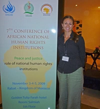 모로코 법률 프로젝트 인턴들이 인권 컨퍼런스에 참가하고 있다