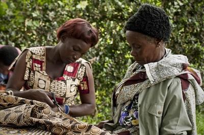 탄자니아 지역사회의 주민 여성