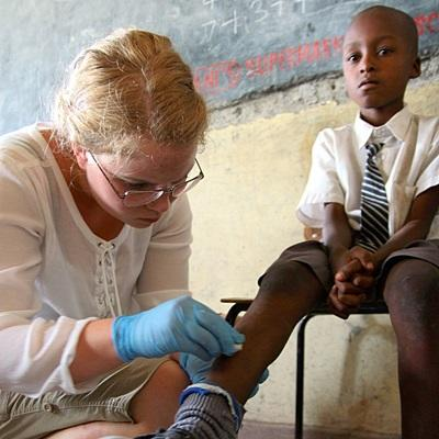 케냐 의료 인터이 어린이 진료에 집중하고 있다
