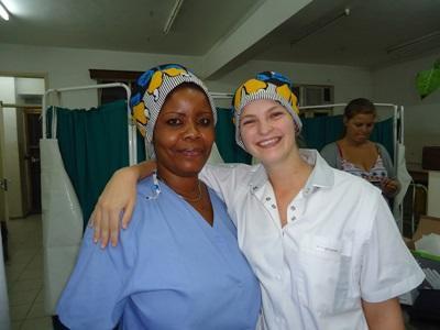 탄자니아 간호 프로젝트 봉사자와 현지 직원들