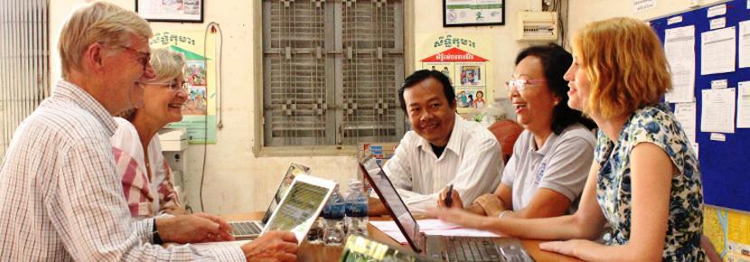 소액금융 비즈니스 인턴들이 개발도상국에서 지역 사업을 돕고 있다