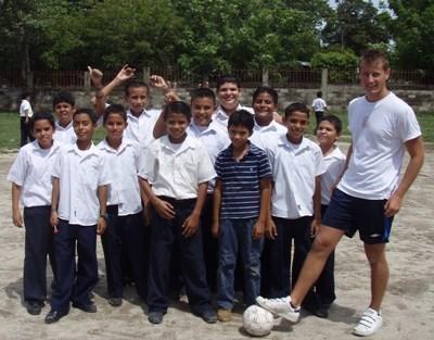 코스타리카 스포츠 코치 봉사자와 축구 팀