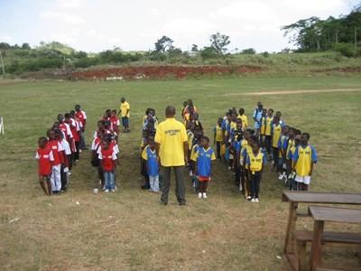 자메이카 캐리비안 지역에서 자원봉사자들에게 배우고 있다